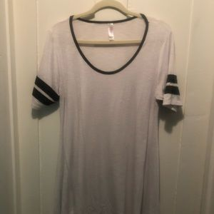 Nwot white perfect with black stripe sleeves small